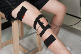 Listening devices detect vibrations in moving knee